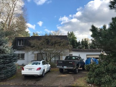 Milwaukie Single Family Home For Sale: 2030 SE Sky View Ct