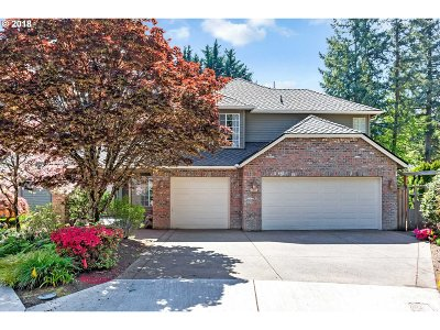 Lake Oswego Single Family Home For Sale: 6072 Clairmont Ct