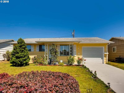 Woodburn Single Family Home For Sale: 2244 Country Club Rd