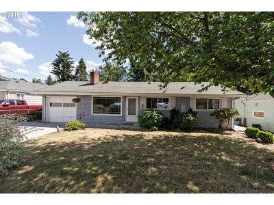 Milwaukie Single Family Home For Sale: 5634 SE Waymire St