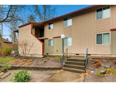 Portland Condo/Townhouse For Sale: 12600 NW Barnes Rd #1