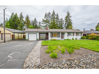Cowlitz County Single Family Home For Sale: 2345 32nd Ave