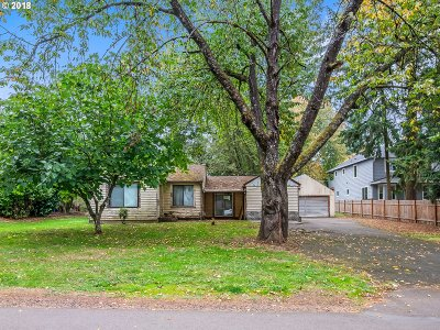 Portland Single Family Home For Sale: 8566 SE 57th Ave