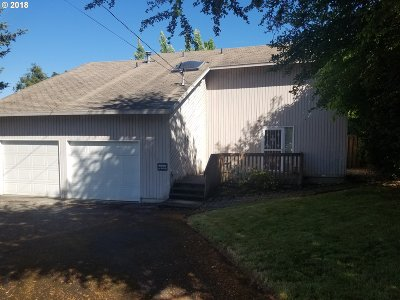 Milwaukie Single Family Home For Sale: 5376 SE Thiessen Rd