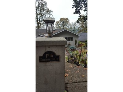 Lake Oswego Single Family Home For Sale: 1715 Edgecliff Ter