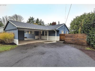 Milwaukie Single Family Home For Sale: 12625 SE Oatfield Rd