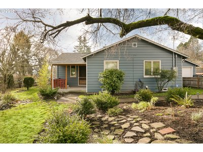 Beaverton Single Family Home For Sale: 35 SW Williams Dr