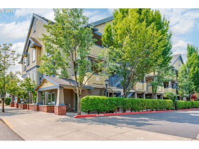 Portland Condo/Townhouse For Sale: 9837 NE Irving St #324