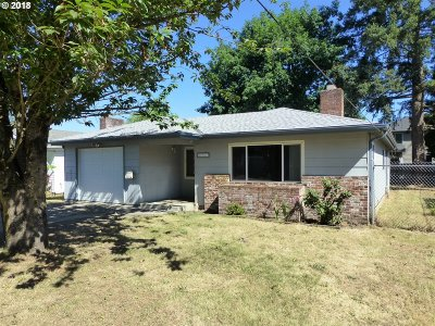 Milwaukie Single Family Home For Sale: 6977 SE Snider Ave