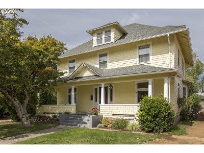 Portland Single Family Home For Sale: 7607 SE Woodstock Blvd