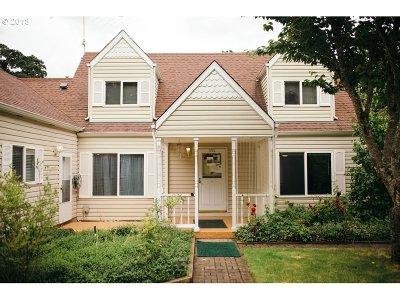 Dallas Single Family Home For Sale: 392 River Dr