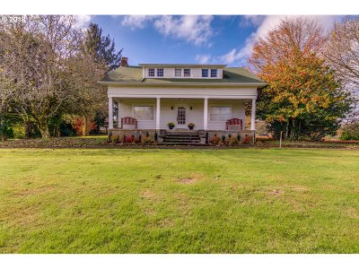 Multnomah County Single Family Home For Sale: 2035 SE Troutdale Rd