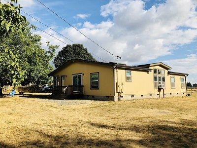 Single Family Home For Sale: 479 SE Parks Dr