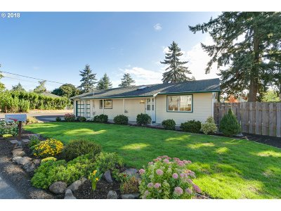 Milwaukie Single Family Home For Sale: 12780 SE 25th Ave