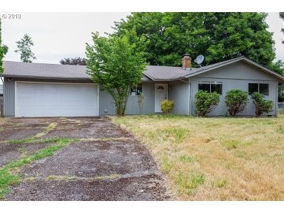 Clackamas County, Columbia County, Jefferson County, Linn County, Marion County, Multnomah County, Polk County, Washington County, Yamhill County Single Family Home For Sale: 4661 Westlawn Ct SE