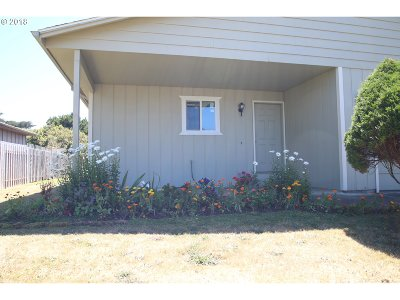 Bandon Single Family Home For Sale: 811 9th St SW