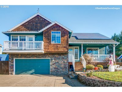 Newberg Single Family Home For Sale: 3130 Knoll Dr