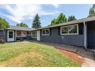 Portland Multi Family Home For Sale: 7610 N Vancouver Ave