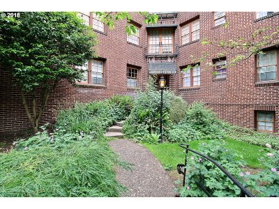 Portland Condo/Townhouse For Sale: 2533 NW Marshall St #205