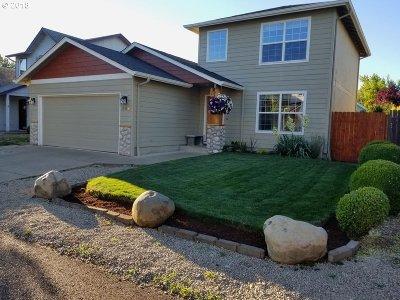 Eugene Single Family Home For Sale: 569 Hollyhock Ln