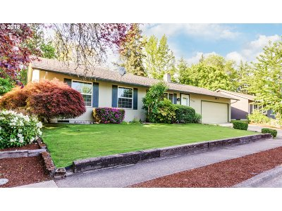 Portland Single Family Home For Sale: 17935 NW Arcadia St