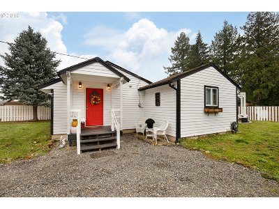 Portland Single Family Home For Sale: 3220 SE 160th Ave