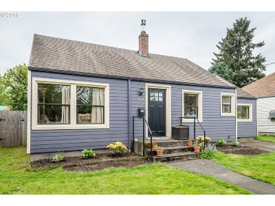 Single Family Home For Sale: 8636 SE Yamhill St