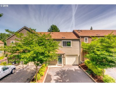 Tualatin Condo/Townhouse For Sale: 7151 SW Sagert St #102