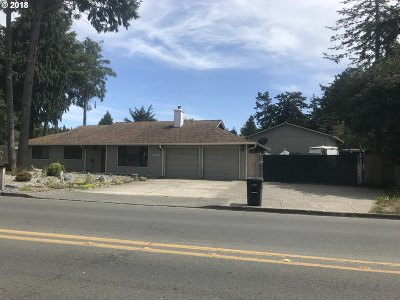 Coos Bay Single Family Home For Sale: 1155 Lakeshore Dr