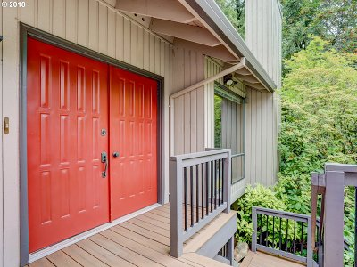 Lake Oswego Single Family Home For Sale: 18 Grouse Ter