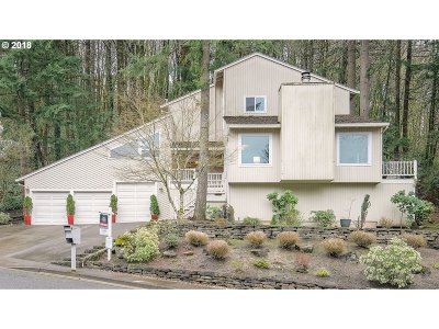 Lake Oswego Single Family Home For Sale: 2814 Vale Ct