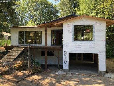 Lake Oswego Single Family Home For Sale: 870 Lake Forest Dr