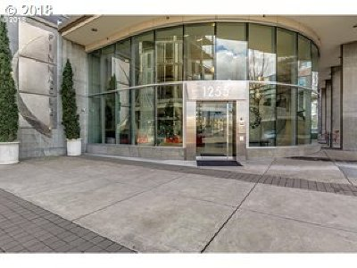 Portland Condo/Townhouse For Sale: 1255 NW 9th Ave #1004