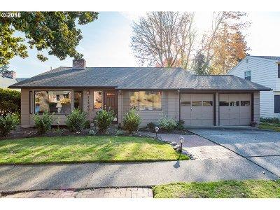 Beaverton Single Family Home For Sale: 11540 SW Fairfield St