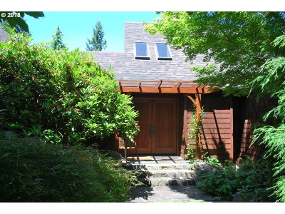 Eugene Single Family Home For Sale: 2684 City View St