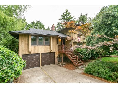 Milwaukie Single Family Home For Sale: 12608 SE 39th Ct