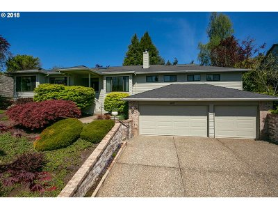 Lake Oswego Single Family Home For Sale: 4087 Coltsfoot Ln