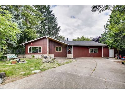 Portland Single Family Home For Sale: 11805 SW Carmen St