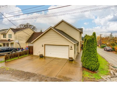 Clackamas County Single Family Home For Sale: 16263 Hiram Ave