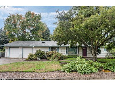 Milwaukie Single Family Home For Sale: 4648 SE Glen Echo Ave