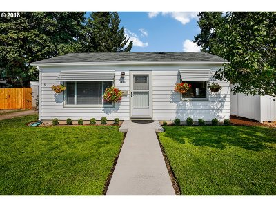 Gladstone Single Family Home For Sale: 410 W Clarendon St
