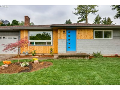 Single Family Home For Sale: 12815 SE Morrison St