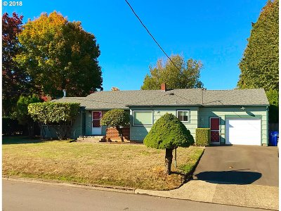 Gresham Single Family Home For Sale: 515 NW Norman Ave