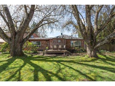 Hillsboro Single Family Home For Sale: 2305 SE 73rd Ave