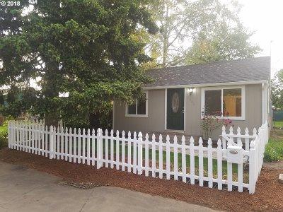 Portland Single Family Home For Sale: 6135 SE Henderson St