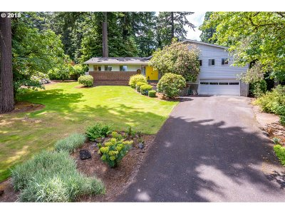 Milwaukie Single Family Home For Sale: 13545 SE Fernridge Ave