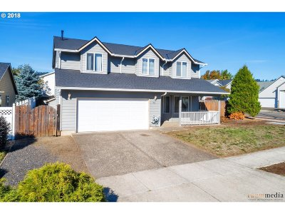 Newberg Single Family Home For Sale: 101 W Myrtlewood Dr