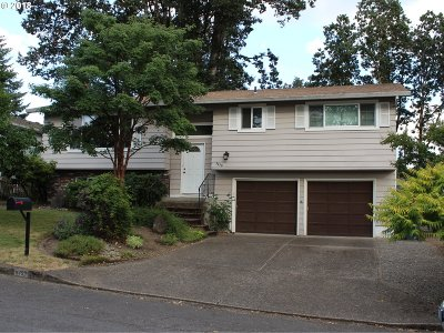 Milwaukie Single Family Home For Sale: 5450 SE Colony Cir