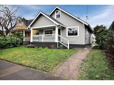 Portland Single Family Home For Sale: 3523 SE 65th Ave