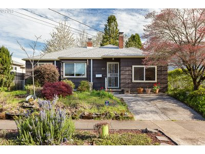 Single Family Home For Sale: 4815 SE Gladstone St